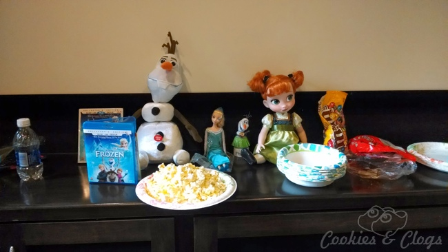 Disney's Frozen DVD / Blu-ray Combo Pack release movie night #DisneyFrozenEvent