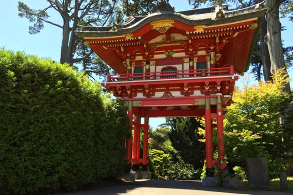 Cookies & Clogs | Travel | Hotels | During the J-POP Summit 2016 event with Mazda, my family and I were able to explore Japantown in San Francisco, CA and some of the Japanese culture. The manicured gardens and Hagiwara history at Japanese Tea Garden at Golden Gate Park.