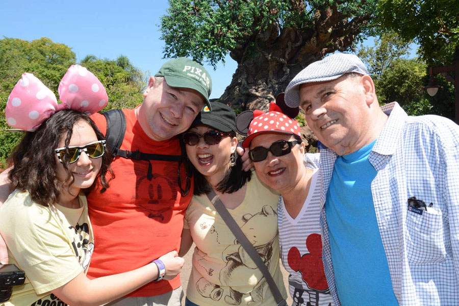 Cookies & Clogs | Travel | If you plan on visiting Walt Disney World, Disney PhotoPass and Memory Maker can make your family vacation even more special. Check out these reasons you'll want to take full advantage of it! Animal Kingdom Tree of Life