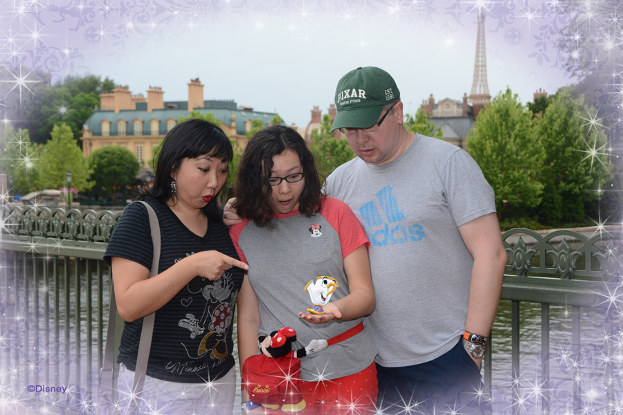 Cookies & Clogs | Travel | If you plan on visiting Walt Disney World, Disney PhotoPass and Memory Maker can make your family vacation even more special. Check out these reasons you'll want to take full advantage of it! Magic Shot with Chip at Epcot