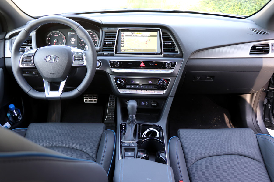2018 Hyundai Sonata dashboard and navigation column