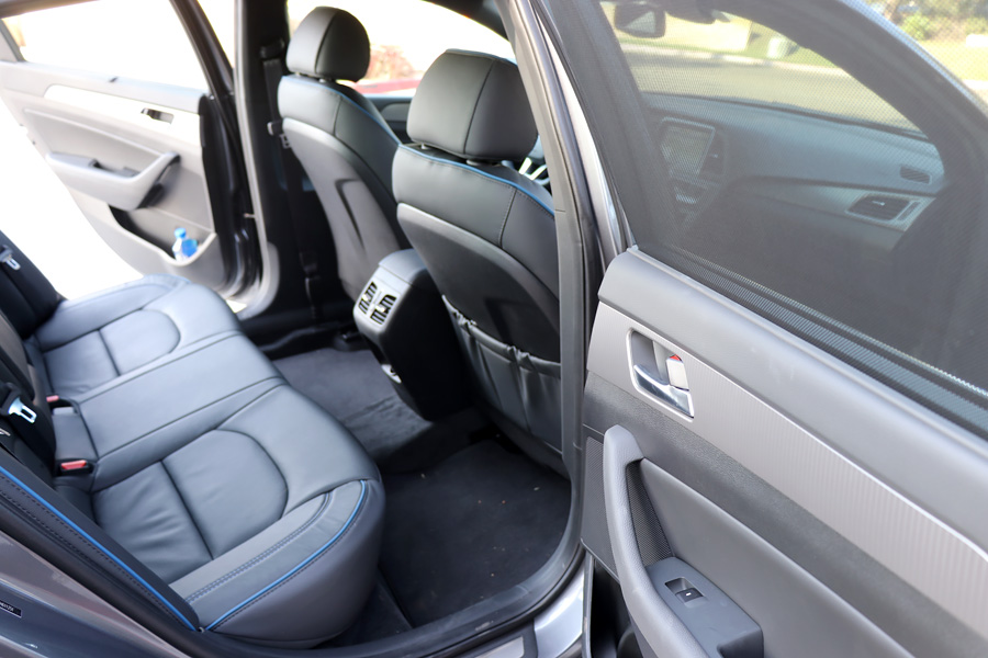 2018 Hyundai Sonata dark gray back seats interior