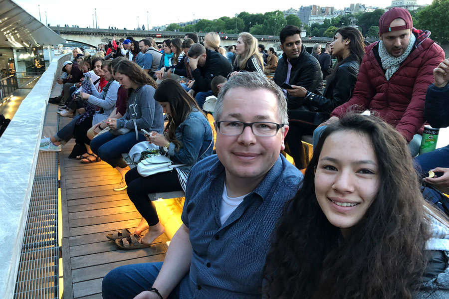 Best Paris boat tour tips for sightseeing cruise on the seine in Paris, France. Father and daughter on boat.