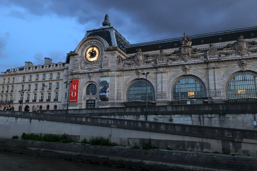 Best Paris boat tour tips for sightseeing cruise on the seine in Paris, France. Musée d'Orsay at night