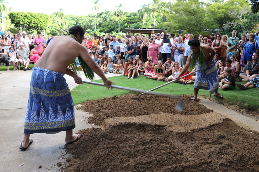 Smith Family Garden Luau / Hawaiian Luau in Kauai Hawaii imu ceremony