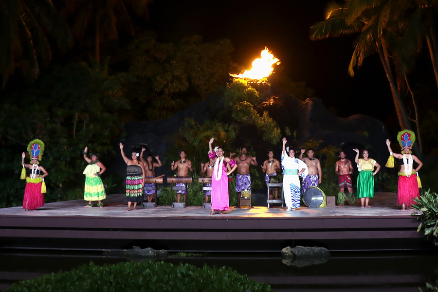 Smith Family Garden Luau / Hawaiian Luau in Kauai Hawaii Rhythm of Aloha hula show