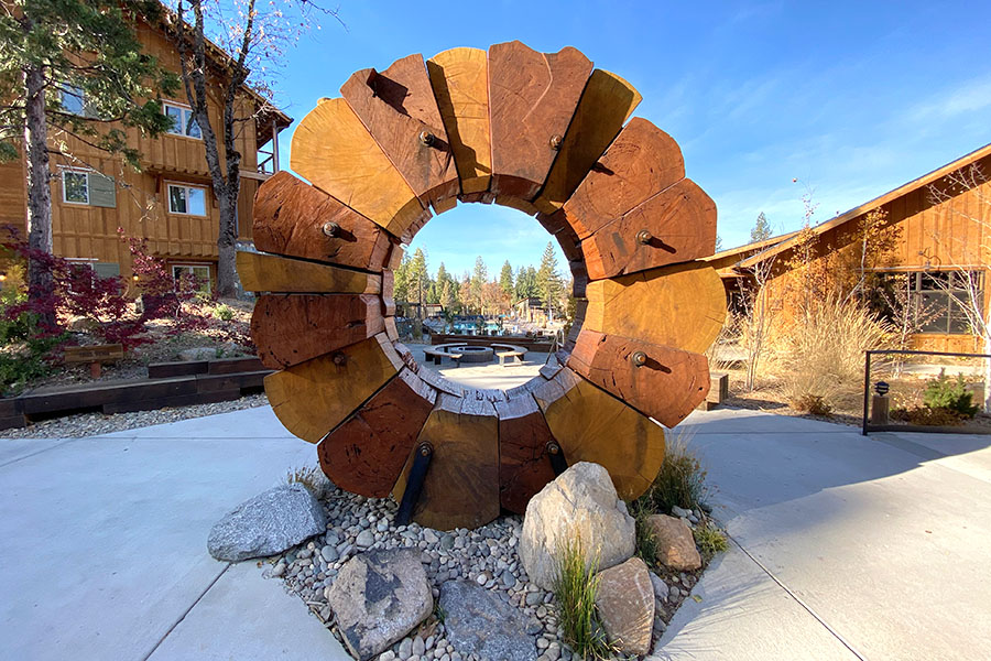Rush Creek Lodge in Groveland, CA near Yosemite Valley National Park Wooden Sculpture in Center
